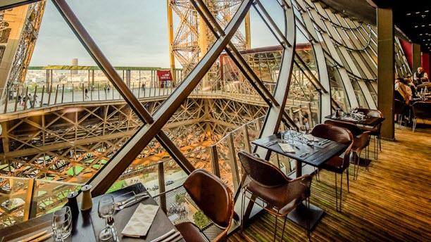 Restaurante da Torre Eiffel em Paris na França