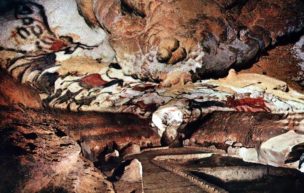 Interior das cavernas de Lascaux na França