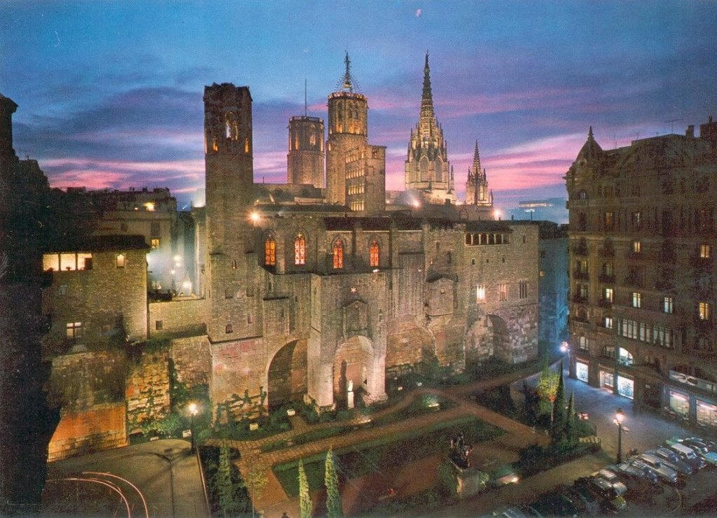 Catedral de Barcelona na Espanha vista de longe