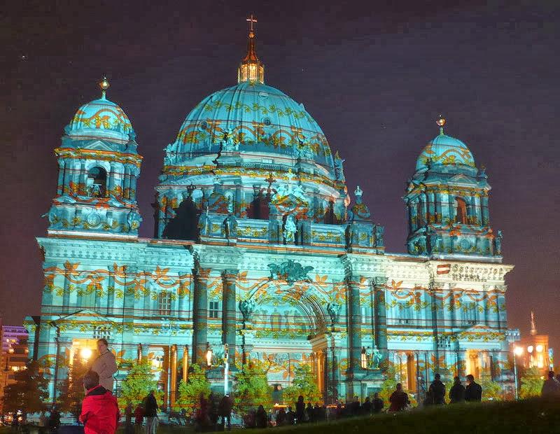 Catedral de Berlim toda iluminada