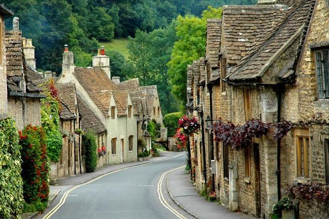 Rua de aldeia de Cotswolds