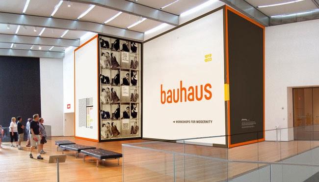 Interior da escola Bauhaus na Alemanha