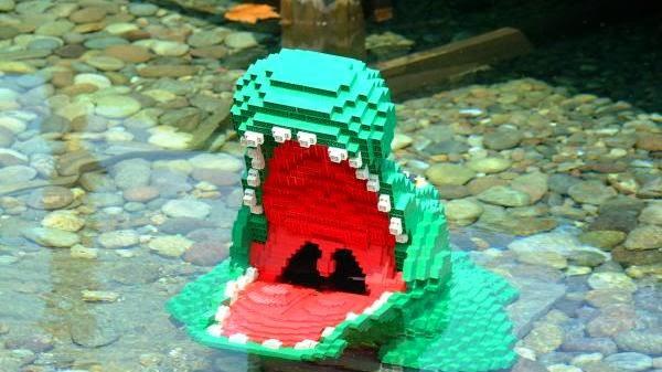 Jacaré feito de lego na Legoland em Windsor