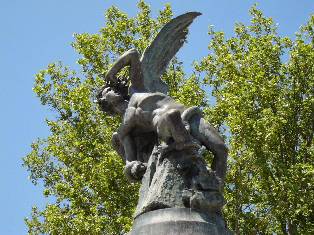 Estátua no Parque do Retiro em Madri
