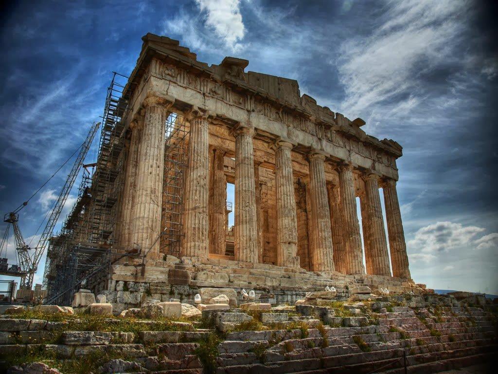 Pártenon em Atenas na Grécia com equipamentos