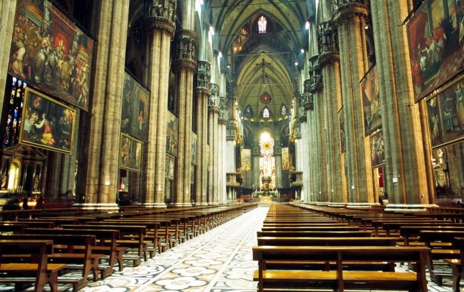 Interior da Catedral de Milão na Itália
