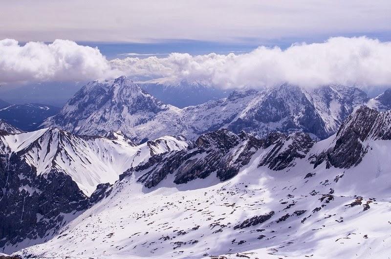 Neva na montanha Zugspitze na Alemanha