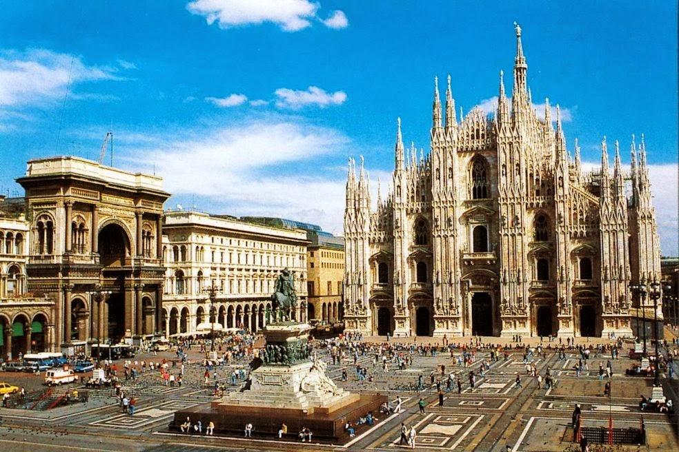 Catedral de Milão na Piazza del Duomo