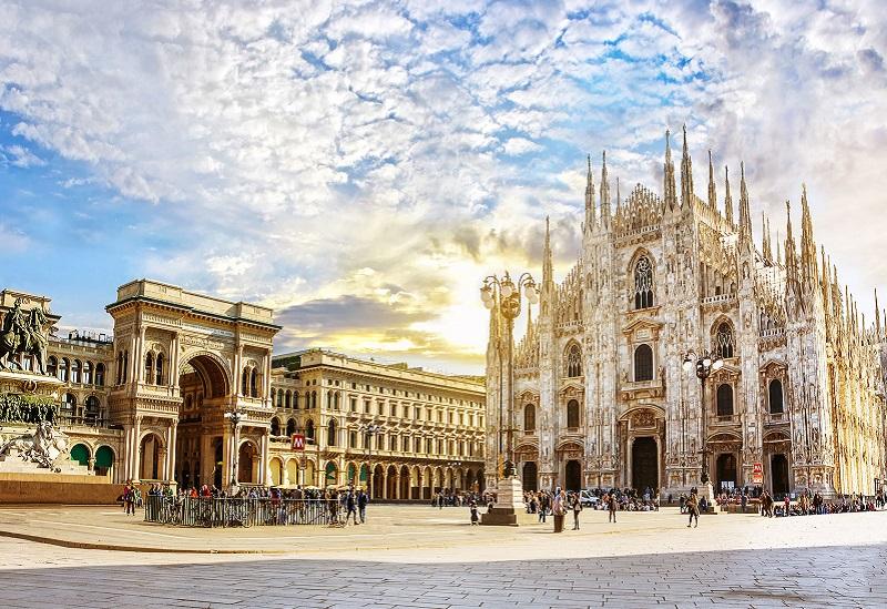 Piazza Duomo em Milão   Itália