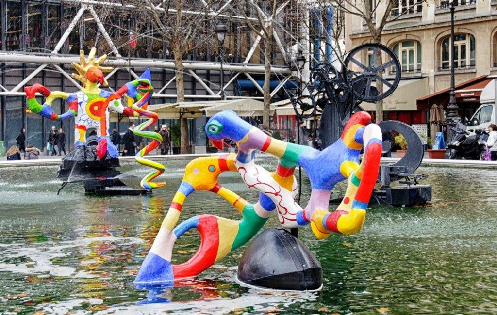 Obras no exterior do Centro Pompidou em Paris