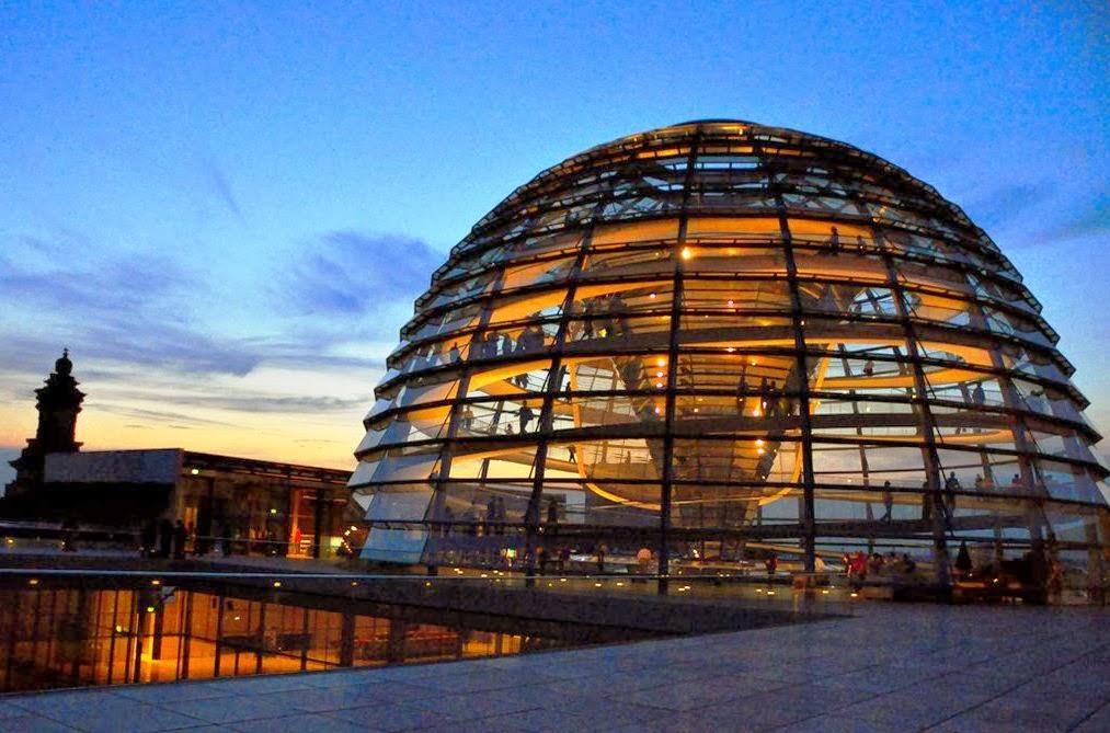 Cúpula de vidro doPrédio Reichstag em Berlim