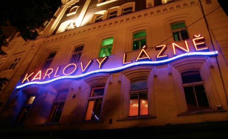 Balada Karlovy Lazne em Praga   República Checa
