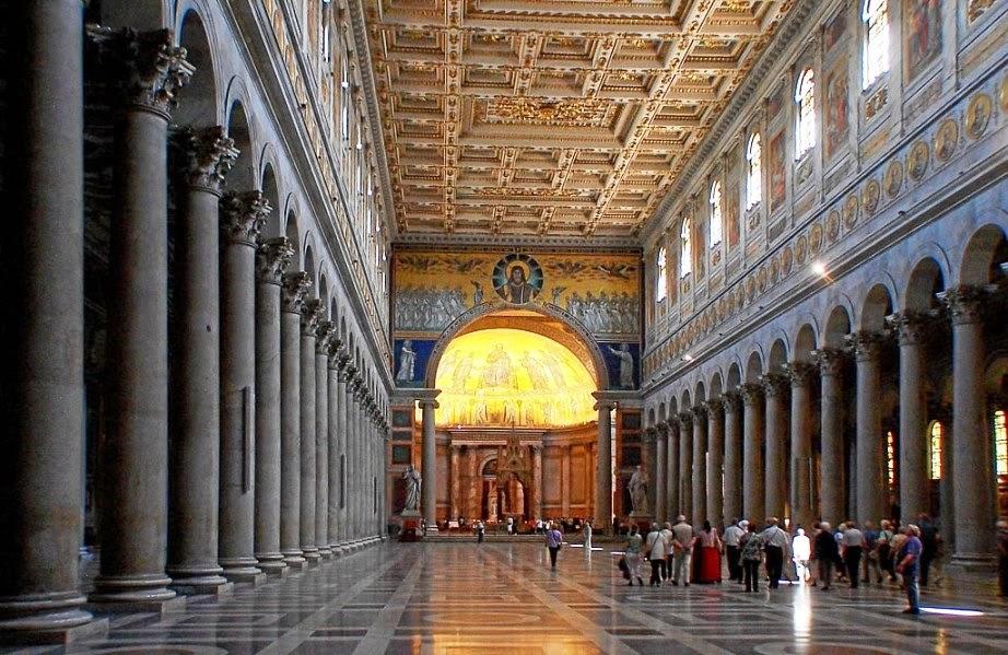 Interior da Basílica de São Paulo Extramuros em Roma