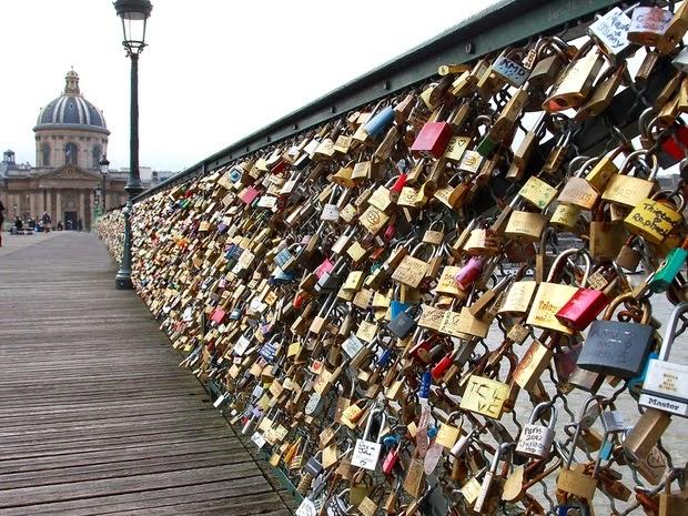 Ponte cheia de cadeados
