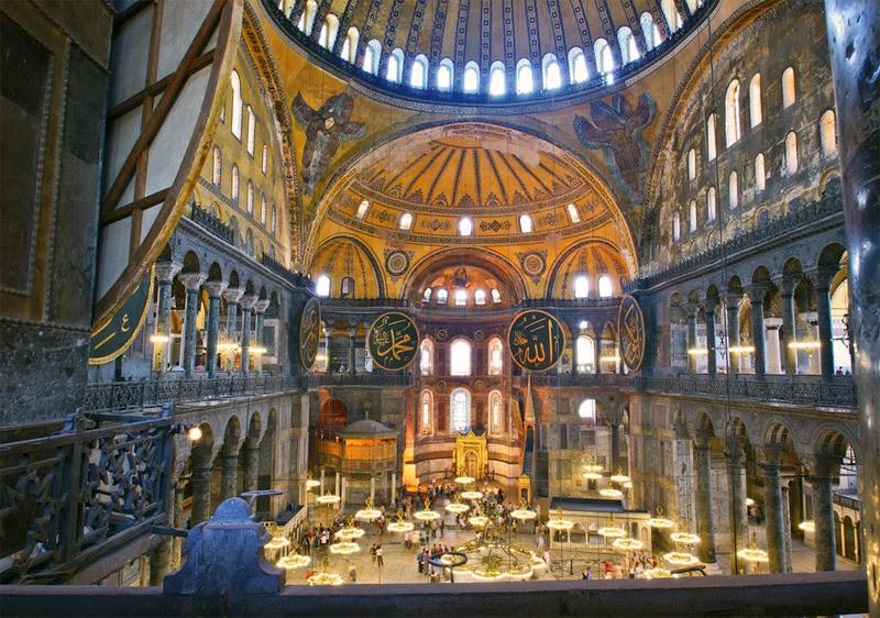 Interior da Mesquita Hagia Sofia em Istambul