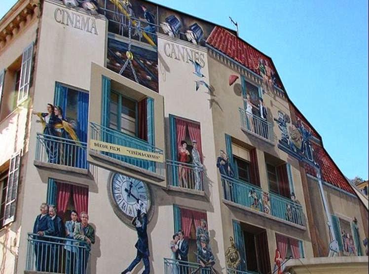 Desenhos em prédio de Bruxelas