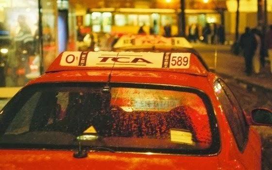 Táxi em rua na Holanda