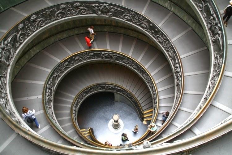 Visitantes em museu do Vaticano