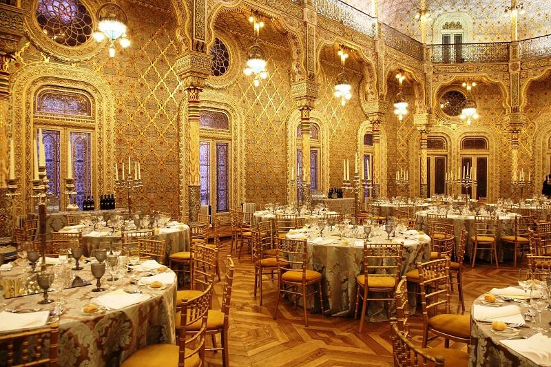 Restaurante dentro do Palácio da Bolsa em Porto