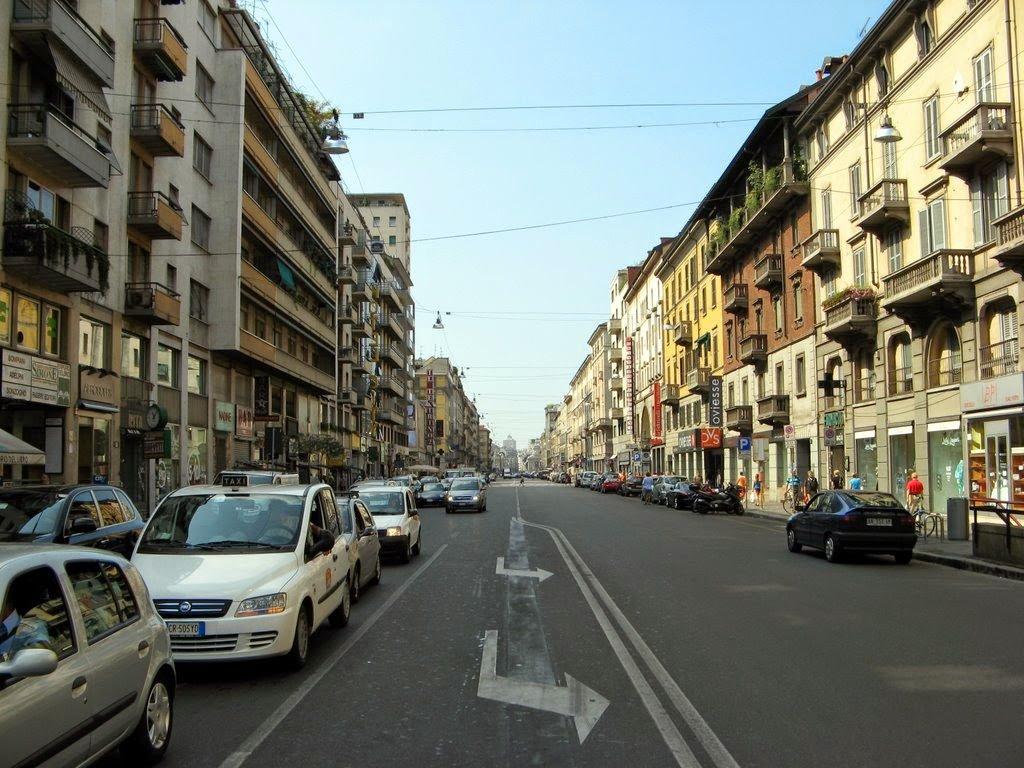 Carros na Corso Buenos Aires em Milão