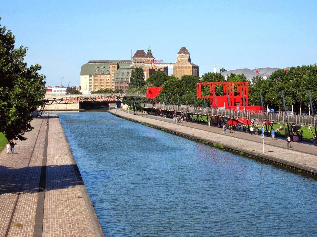 Canal no Parque La Villette em Paris