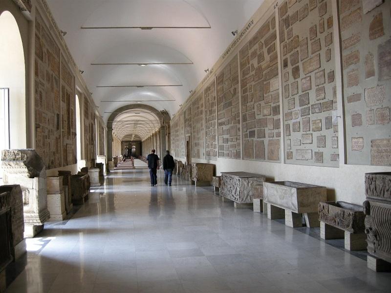 Galeria Lapidaria em Roma