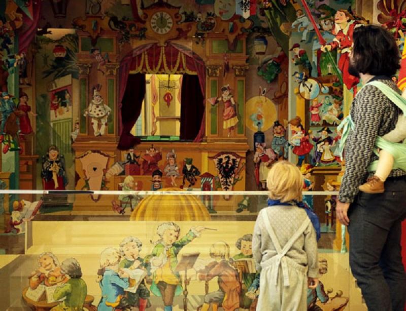 Visitantes no Museu do Brinquedo de Bruxelas