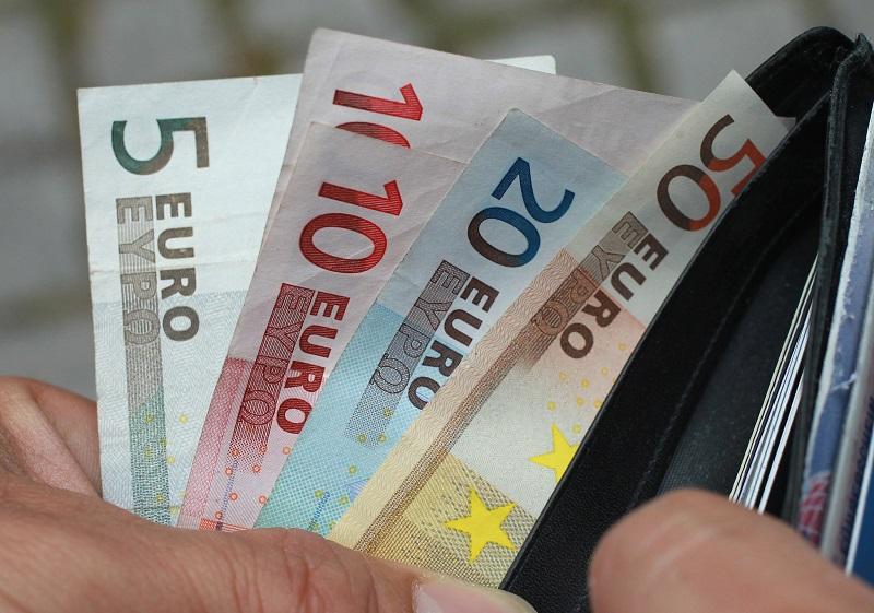 Notas de euro em carteira