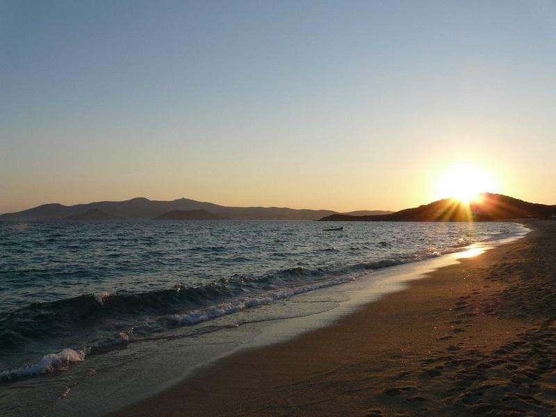 Praia Agios Prokopios na ilha de Naxos