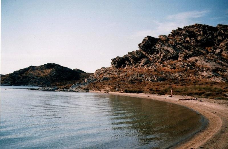 Praia Monastiri na ilha de Paros