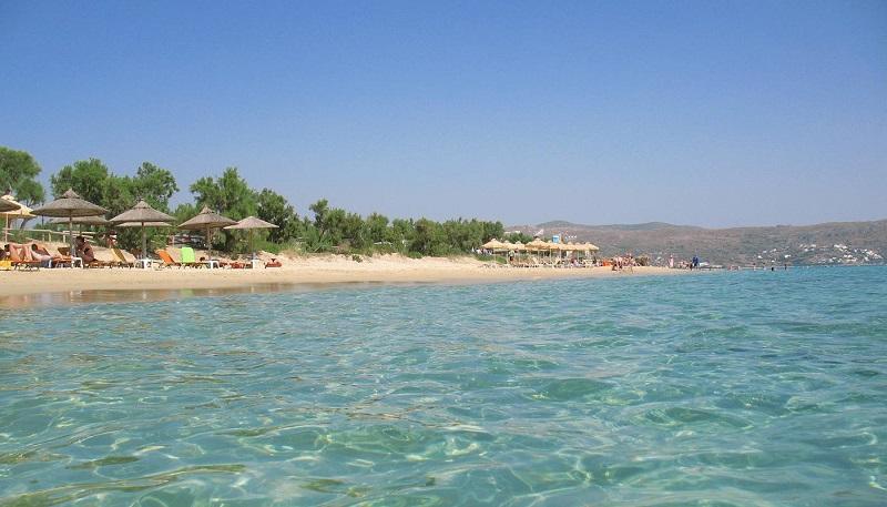 Praia Plaka na ilha de Naxos