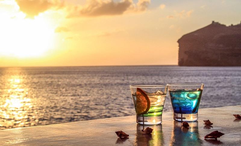 Drinks com paisagem de fundo
