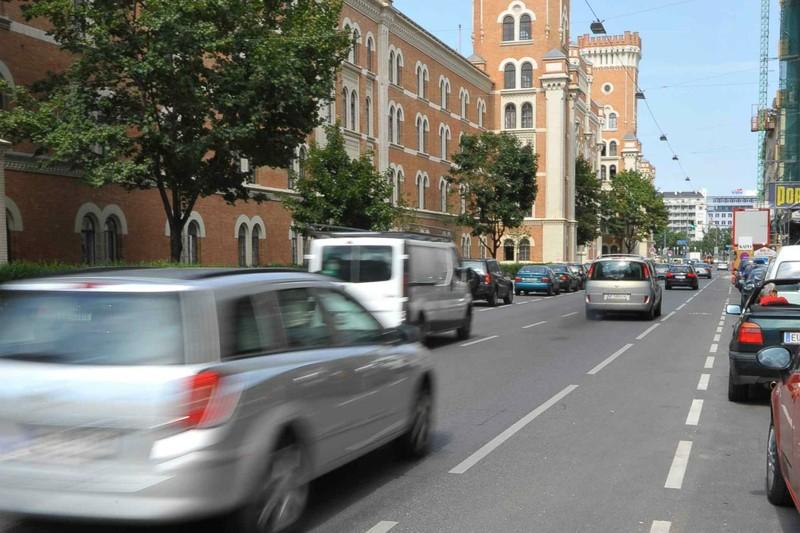 Carros em rua de Viena