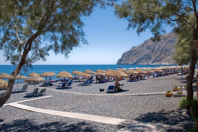 Praia Kamari em Santorini