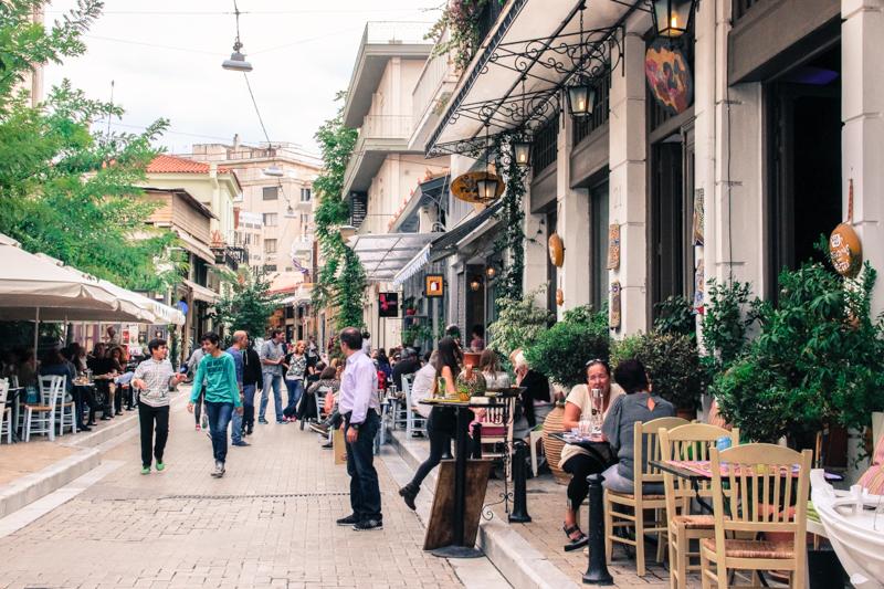 Rua da região de Psiri em Atenas