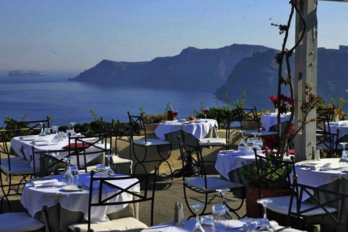 Restaurante 1800 na ilha de Santorini