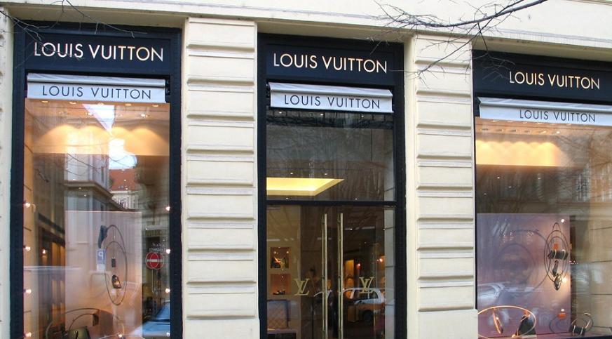 Loja da Louis Vuitton na Rua Parizska em Praga