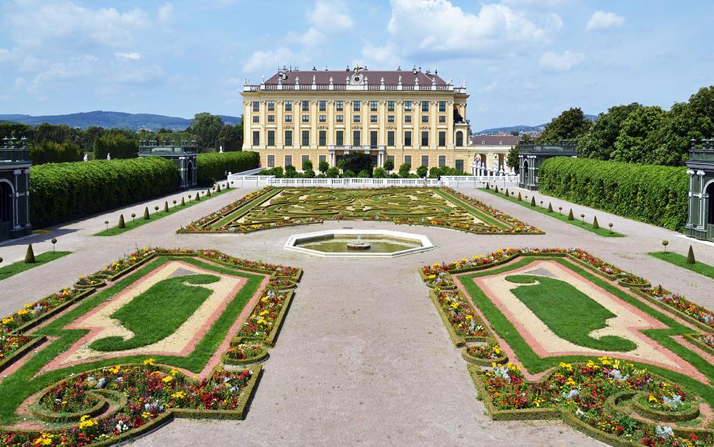 Jardim do palácio Schönbrunn em Viena