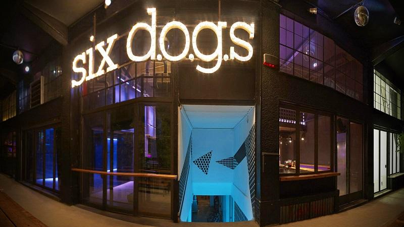 Six Dogs em Atenas