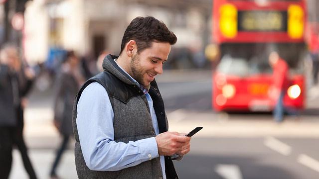Utilizando celular na Europa