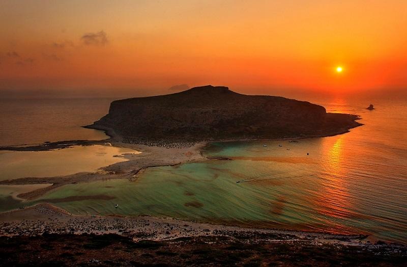 Pôr do sol na praia de Balos em Creta