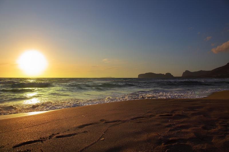 Pôr do sol na praia Falassarna em Creta