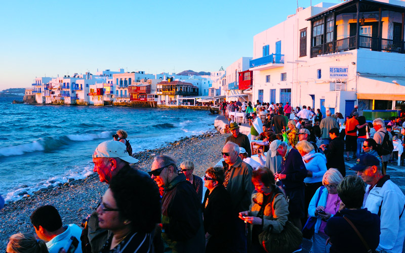 Pôr do sol do porto de Chora em Mykonos