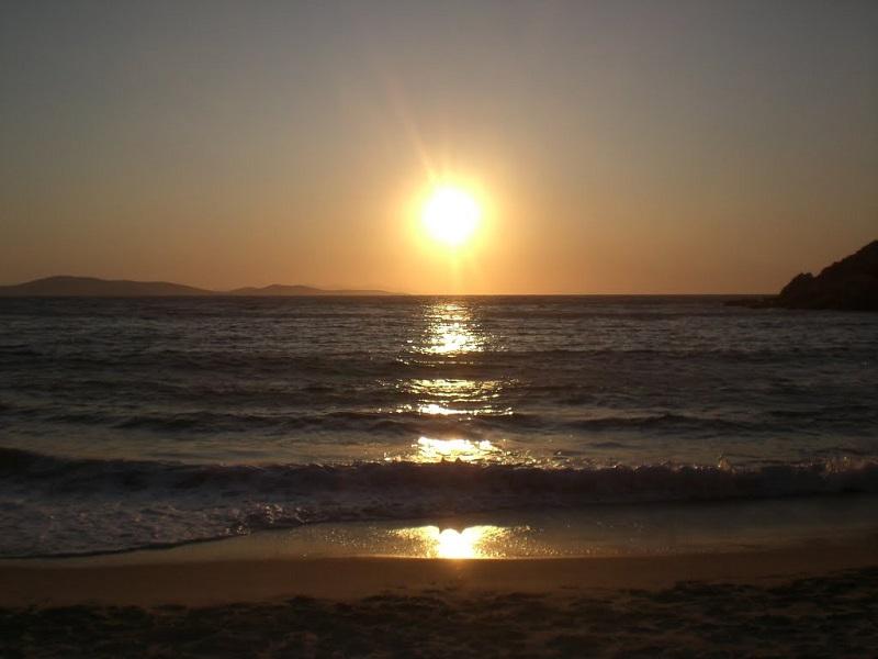 Pôr do sol nas praias de Mykonos