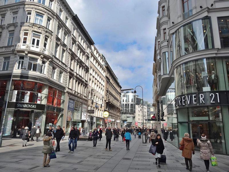 Rua Karntner Strasse em Viena na Áustria