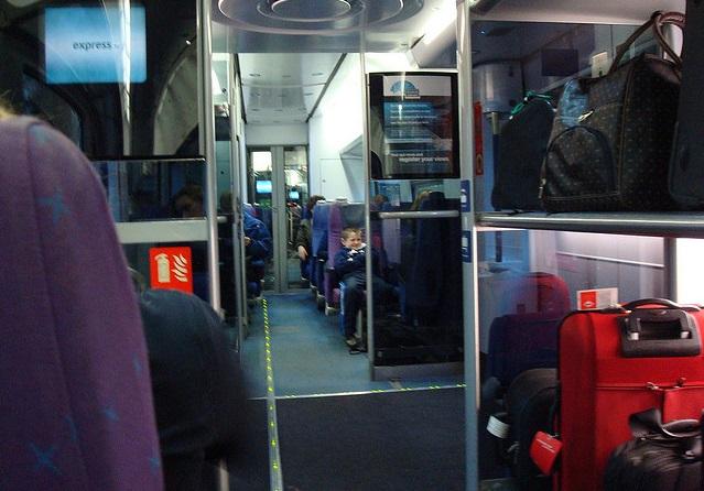 Interior do trem na Bélgica