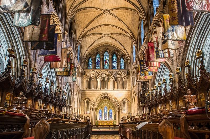 Interior da Catedral de São Patrício em Dublin
