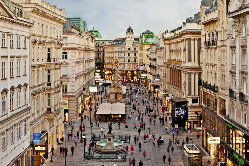 Lojas na Rua Karntner Strasse em Viena