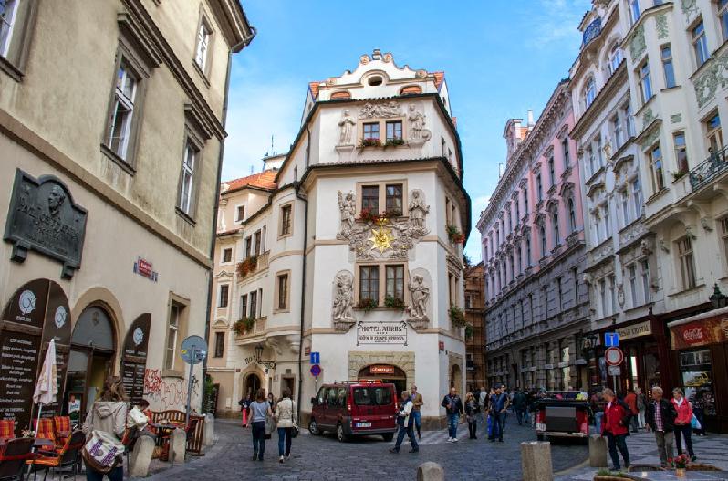 Rua Karlova na Cidade Velha em Praga