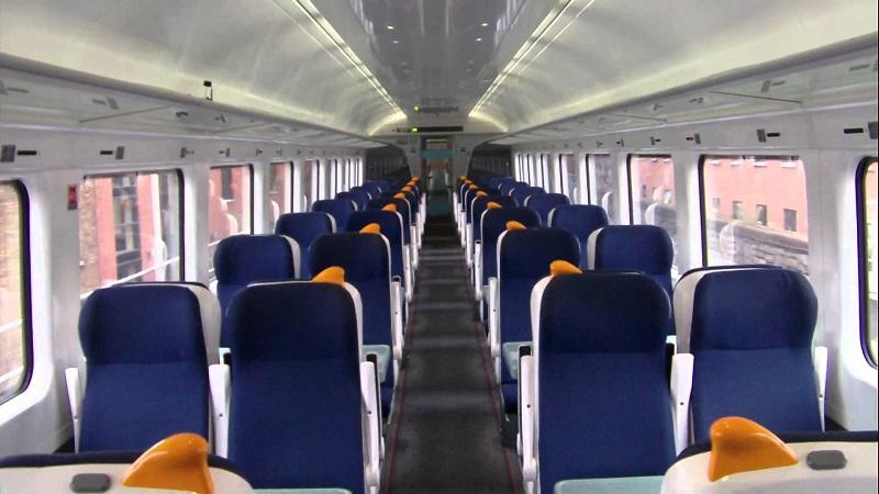 Interior do trem na Irlanda e na Europa